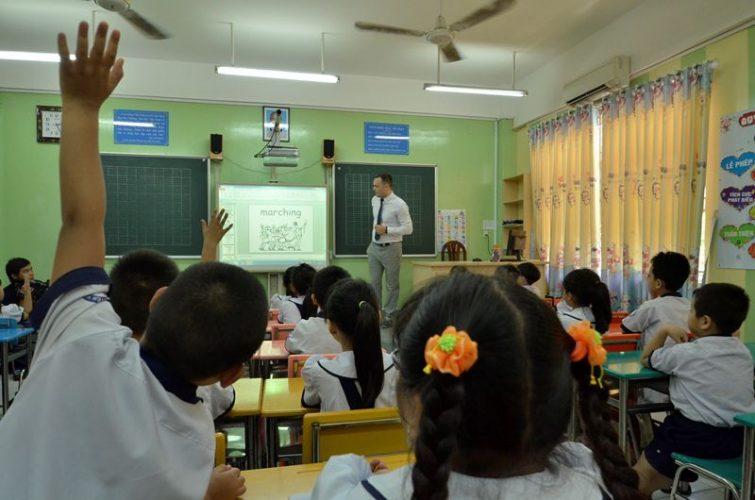 Một giờ học ở lớp 1 Tiếng Anh tích hợp tại trường Tiểu học Nguyễn Văn Trỗi (quận 4) luôn sôi nổi