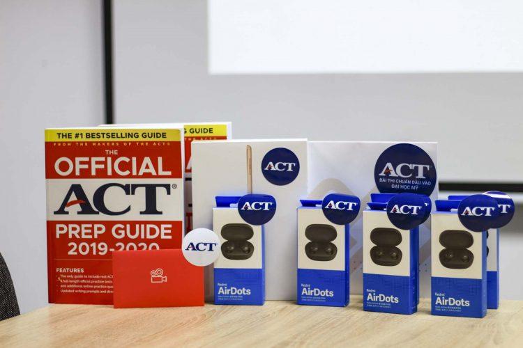 """Lễ Trao Giải Cuộc Thi """"ACT Quiz – Chọn Đúng Là Trúng Quà"""""""