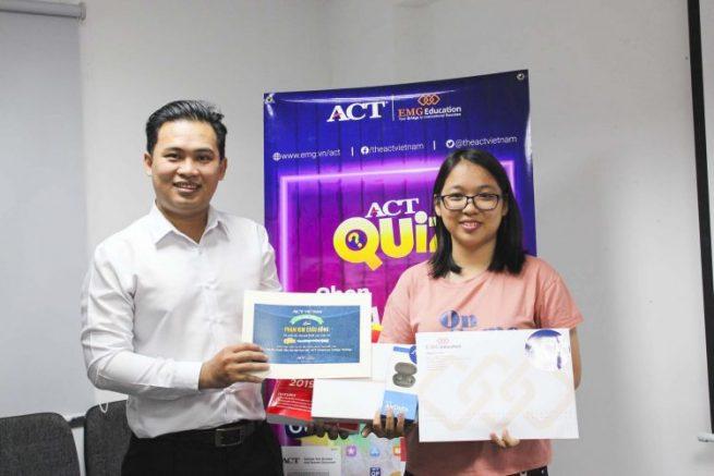 Bạn Phạm Kim Châu Đông, thí sinh xuất sắc nhất cuộc thi với số thời gian trả lời nhanh nhất 21s