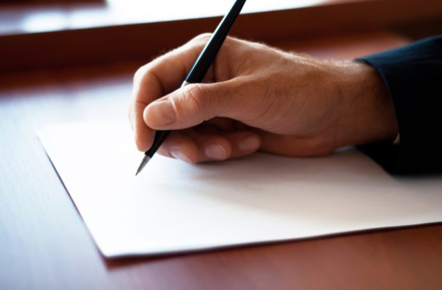 Một lá thư giới thiệu viết tay với lời lẽ chân thành chắc chắn sẽ mang đến hiệu quả thật bất ngờ đấy